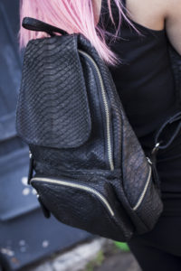 IMG 2984 200x300 Стильный рюкзак из натуральной кожи питона