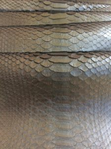 t6lqLQIpQIg 225x300 Коричневый глянец цвет кожи питона
