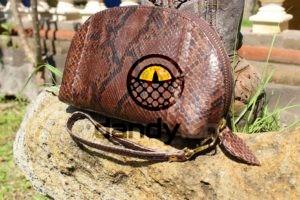 DandyLab 0045 300x200 Косметичка из натуральной кожи питона