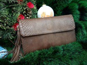 16bNIZZ8rwo 300x225 Женская сумка из кожи питона