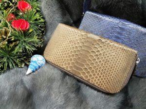 42o8FlCXdYI 300x225 Женская сумка из кожи питона