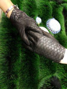 JgExF1PPWes 225x300 Перчатки женские из кожи питона